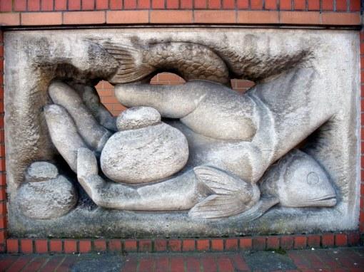 hand-bread-fish7002