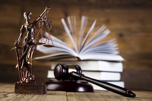 オンラインカジノの法的な扱いはどうなっている?