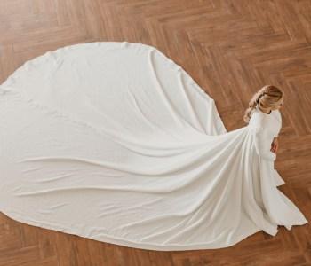 abrigo de cuatro metros de cola