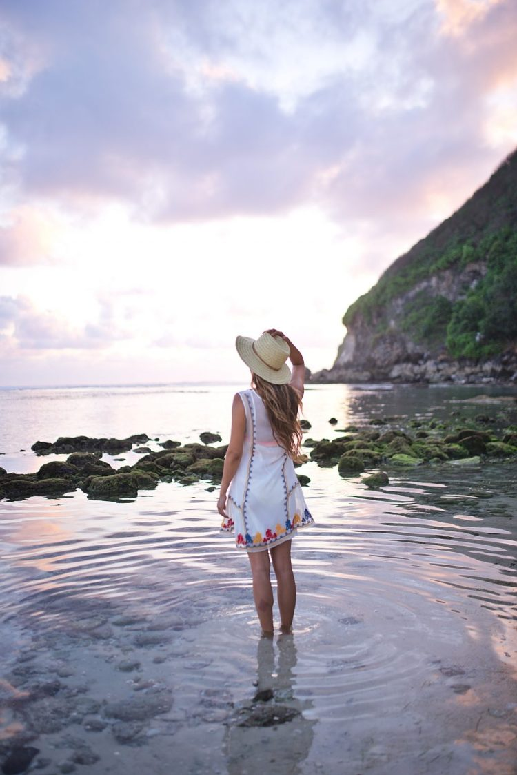 cuppajyo_lifestyle_fashion_travelblogger_bali_sundaysbeachclub_ungasan_sulubanbeach_nalubowls_revolve_tularosa_loversandfriends_travelguide_11