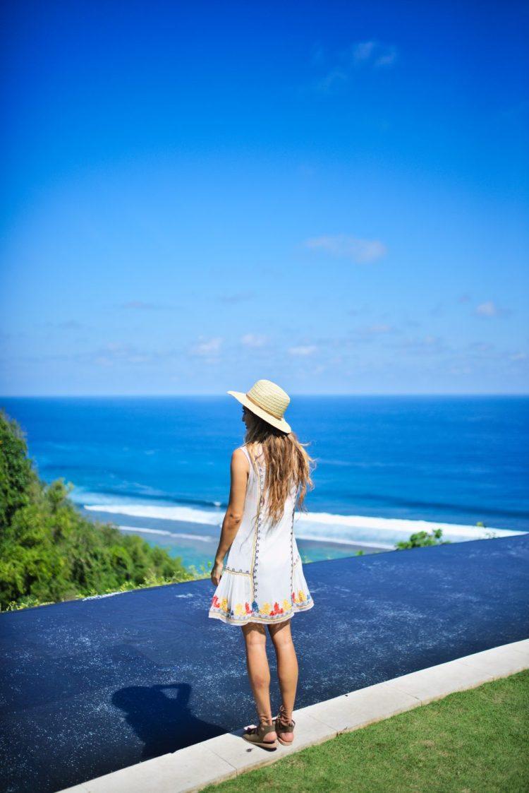 cuppajyo_lifestyle_fashion_travelblogger_bali_sundaysbeachclub_ungasan_sulubanbeach_nalubowls_revolve_tularosa_loversandfriends_travelguide_7
