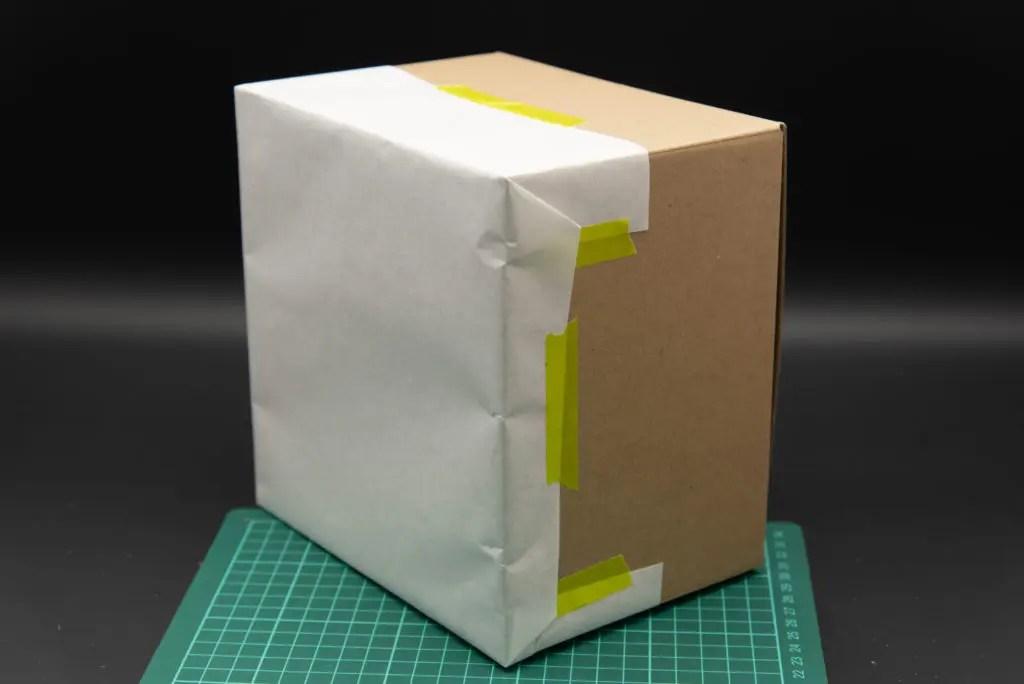 ギフト包装と同じ感じで、角を立てるように折ると表面がキレイにできます。