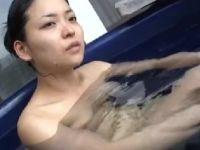 色気のある三十路の素人妻が不倫温泉旅行で淫乱に悶える熟女セックス動画