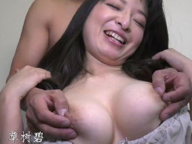 旦那とは違うセックスがしたくてAV撮影に応募してきた爆乳な人妻の高画質な無修正熟女動画