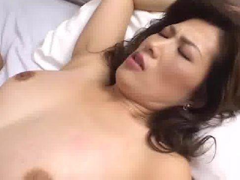 息子の学校の先生を誘惑してえっちしたがる欲求不満な京都弁の美人な熟女動画