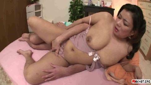 豊満な爆乳の熟女が赤ちゃんプレイでおまんこを濡らしていく熟女動画