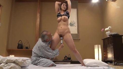 介護をする巨乳な嫁が義父に弱みを握られ体を凌辱されていく熟女セックス動画