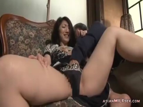 50代になってもまだまだ仲良しな中高年の熟年夫婦が昼間からセックス!巧みな愛撫で互いの性感帯を刺激し合ってる夫婦生活 回数 動画