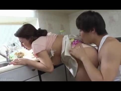 娘婿に迫られ敏感に反応してしまう巨乳の義母!婿の激しいセックスにのめり込んでいく四十路jyukujo動画