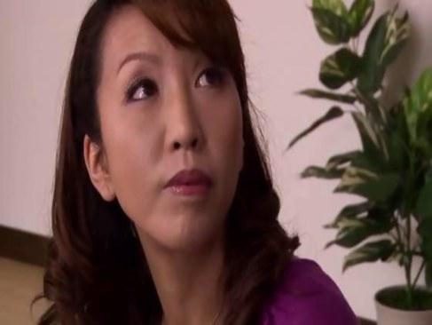 夫婦の営みで満足できず旦那の部下と不倫する四十路熟女妻の日活 無料yu-tyubu