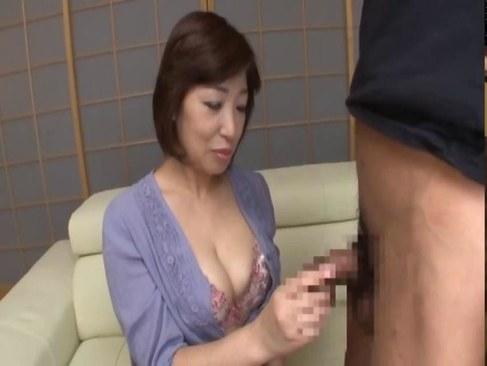 60代の豊満おばさんがセンズリ鑑賞で性欲を我慢できなくなるエッチな日活 無料yu-tyubu