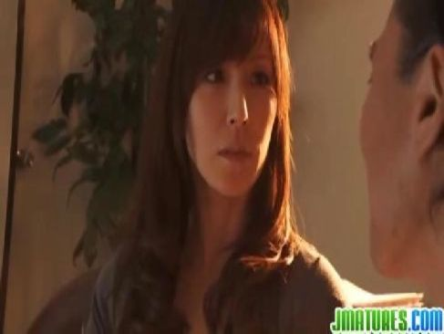 50歳の美魔女な母親が息子の為に校長と肉体関係を結びおまんこしてる熟女動画画像無料