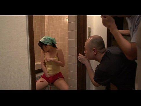 風呂場でこっそり自慰をしてた四十路熟女妻が性欲を我慢できず不貞を働く無料オバーン