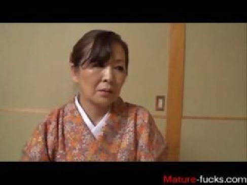 70歳手前の完熟したおばあさんが数十年振りの性交で興奮しておまんこを濡らすjyukujo動画画像無料