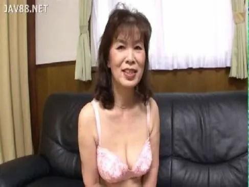 還暦の垂れ乳老女が性欲が強くてポルノビデオに出演しておまんこしてるjyukujo動画モザナシ