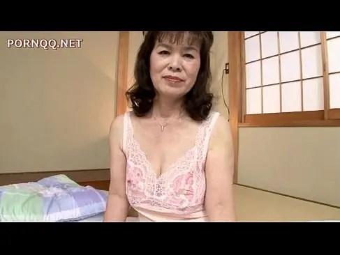 六十路の完熟した老女が夫婦の寝室で久しぶりの性交に興奮しておめこする熟女性誌 60 写真 マン