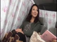 買い物中の豊満熟女妻をナンパして車で口説きホテルでハメてるオバチャンノ-パン