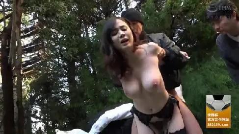 巨乳な美人妻が男に無理矢理犯され淫乱へ調教されていく人妻熟女の動画