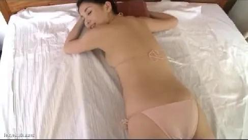 むっちりエロい体の愛人にしたいNo1の橋本マナミのグラビア動画