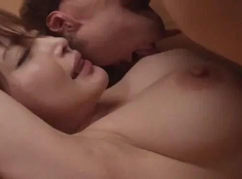 ユーチューバーな息子が巨乳な義母のおっぱいを使いながら母子相姦していく熟女セックス動画