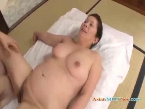 田舎の六十路熟女が高齢者の夫婦の性生活で豊満おばさん体型でセックスする熟年の夜/60ブログ