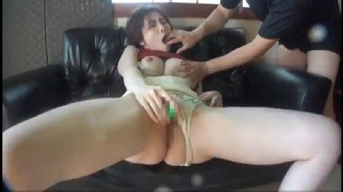 綺麗なマゾ熟女が露出や拘束されながらおまんこを濡らして悶える熟女動画