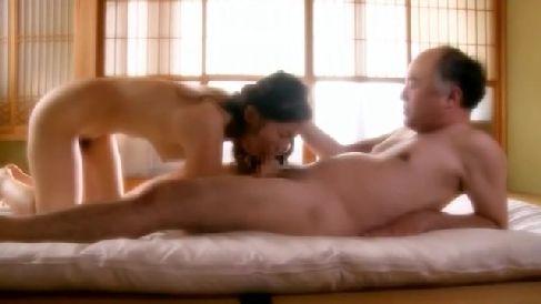 美人な人妻が他人に寝取られながら興奮していく中年夫婦の動画