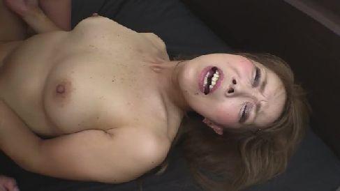 五十路の綺麗な熟女が生ハメ中出ししていく人妻熟女の無修正動画