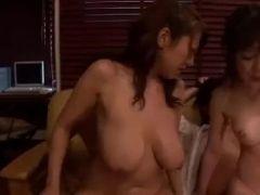 巨乳な熟女の姉妹が夫婦交換しながら激しく感じて悶える熟女セックス動画