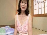 60歳の還暦おばさんが老女になっても性行為を止められなくてAV出演しておめこをハメさせてるjyukujo douga