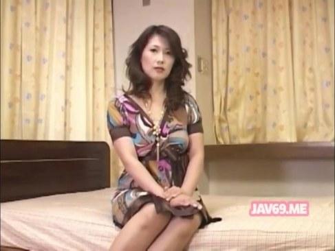 五十路おばさんが性行為がしたくてカメラの前でチンポを咥えおまんこしてる日活 無料yu-tyubu田舎