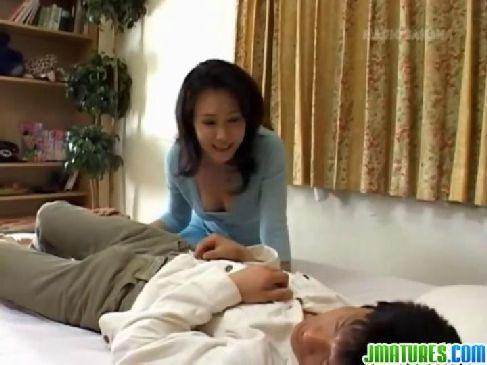 50歳の美熟女妻が夜の生活がしたくて旦那の男根を貪りおまんこに挿入してる熟年夫婦無料体験動画
