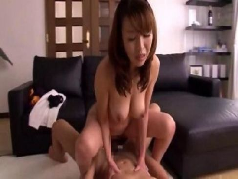 夜まで我慢できず激しいセックスをするjyukujo40代の熟年カップルのおめこな熟年夫婦 夜の生活動画