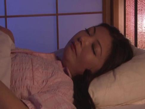 六十路豊満熟女が深夜の寝室でおまんこを弄り愛液を漏らしてる熟年の夜/60