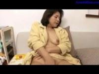 バスローブの六十路垂れ乳おばさんが高齢者の夫婦のセックスレスで自慰する熟年の夜/60ブログ