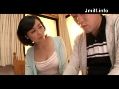 四十路美熟女母の手コキ抜きの熟年夫婦生活動画