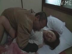 芹沢恋が強引にクンニされて悶絶してるjukujyo動画