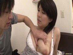 美巨乳美熟女は強引なセックスに弱い