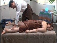 三十路美熟女妻が媚薬入りオイルを塗られて発情するjyukujo動画