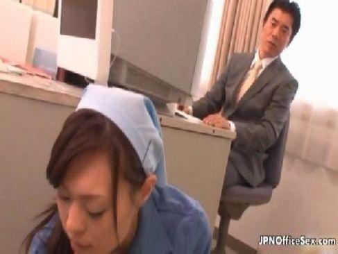 家計を助ける為に清掃のおばさんのパートをしてる美熟女が熟好きな変態男達に囲まれるユーチューブ無料40歳動画