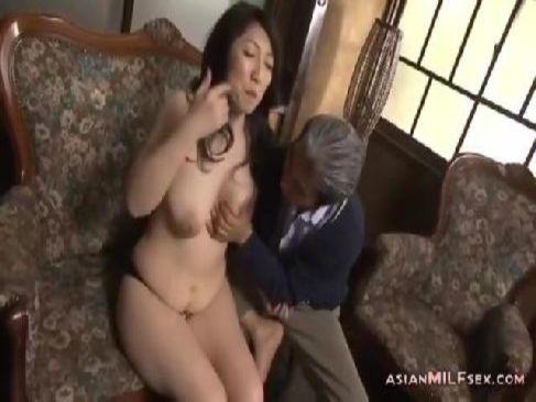 60代の完熟した高齢者の夫婦が性欲を抑えられず性行為をして黒ずみおめこを嵌めてる還暦動画画像無料