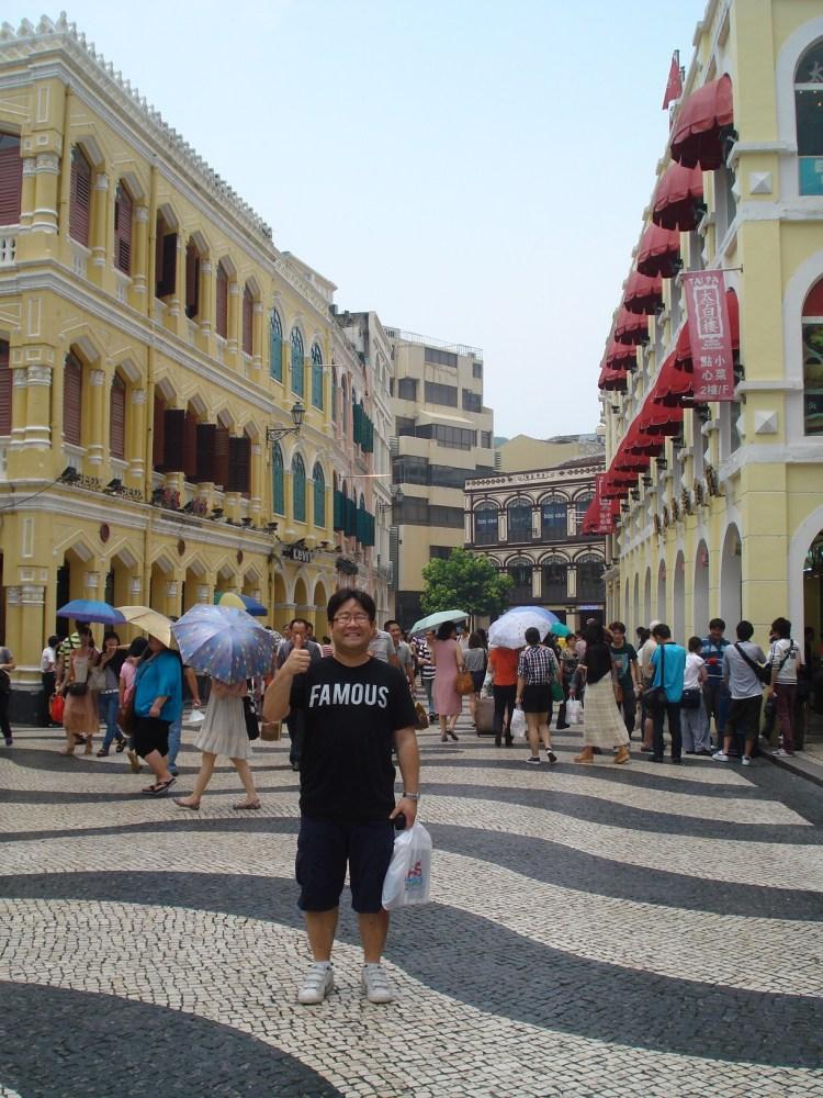 Jyunbugspeaks in Macau: Can I get some Portugese tarts, a crispy pork sandwich and a Sky Jump to go please! (2/6)