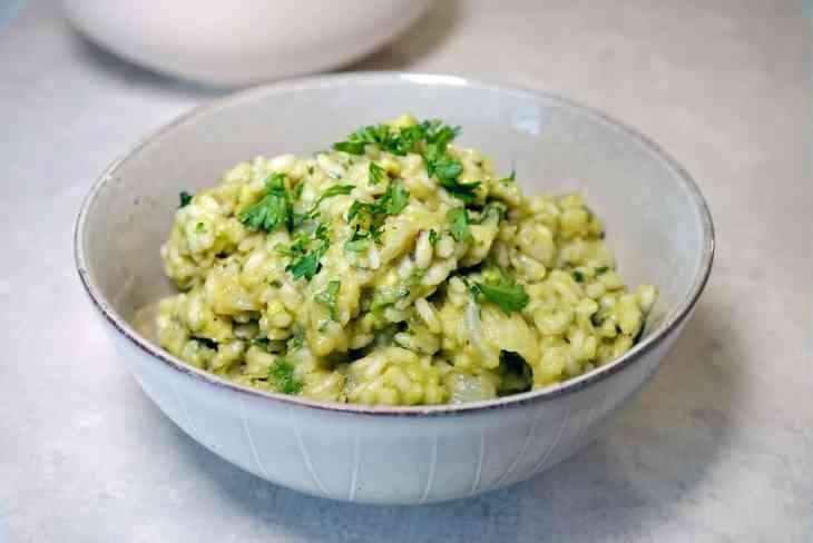 Avocado risotto in a grey bowl