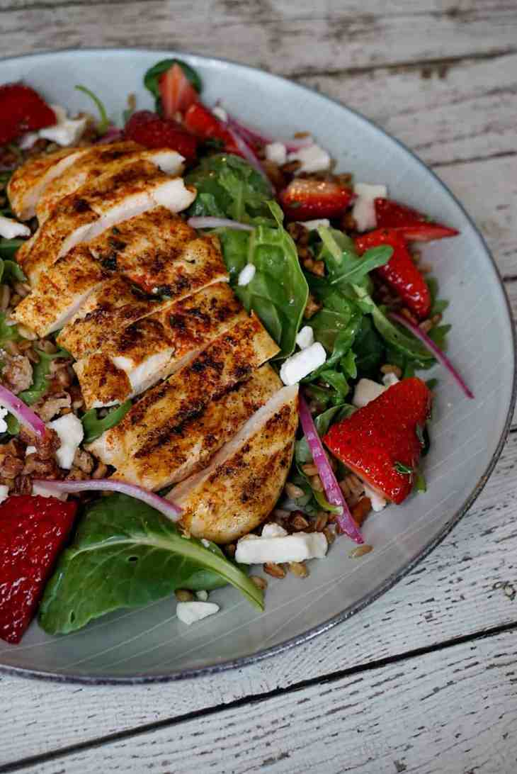 Farro salad with blackened chicken