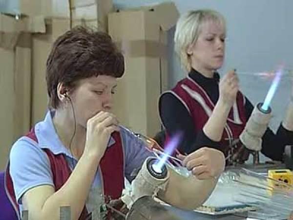 0009-011-K-1960-1970-m-godam-v-proizvodstve-prazdnichnoj-produktsii-igrushki-iz