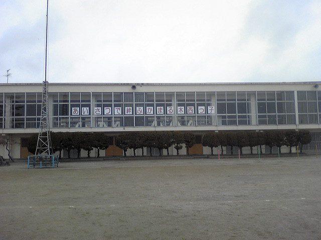 木曽川西小学校体育館