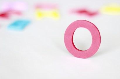 ピンク色のアルファベットのO