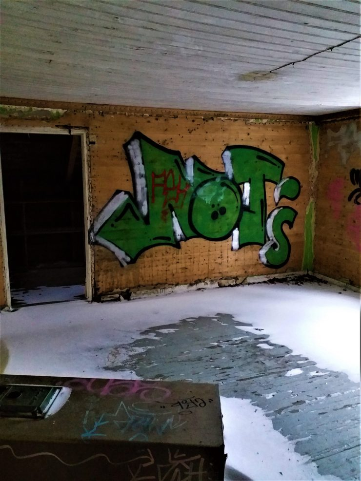 K in Motion Travel Blog. Chasing the Aurora Borealis in Finnish Lapland. Snow and Graffiti in Abandoned House