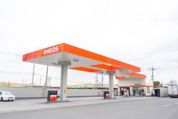 長さ60mの広々ガソリンスタンド
