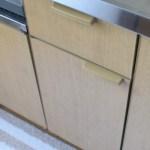 思い切ってキッチンの開き戸を1枚撤去、で1ステップがなくなって快適~!